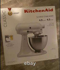 Kitchenaid Classic Series 4.5 Quart Tilt-head Stand Mixer, Blanc