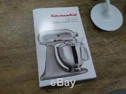 Kitchenaid - Mélangeur Sur Pied Avec Bec Inclinable De 4,5 Pintes Série Classic Plus, Blanc