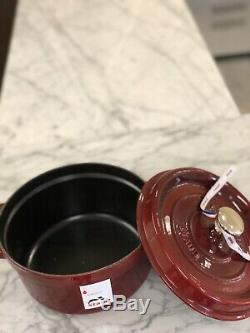 Staub Cocotte Ronde 2.5qt (pintes) Grenadine (rouge) Bouton En Acier Inoxydable Nwob